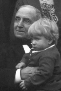 Jens Holt i 1926 (82 år gammel) med sønnesønnen Johannes